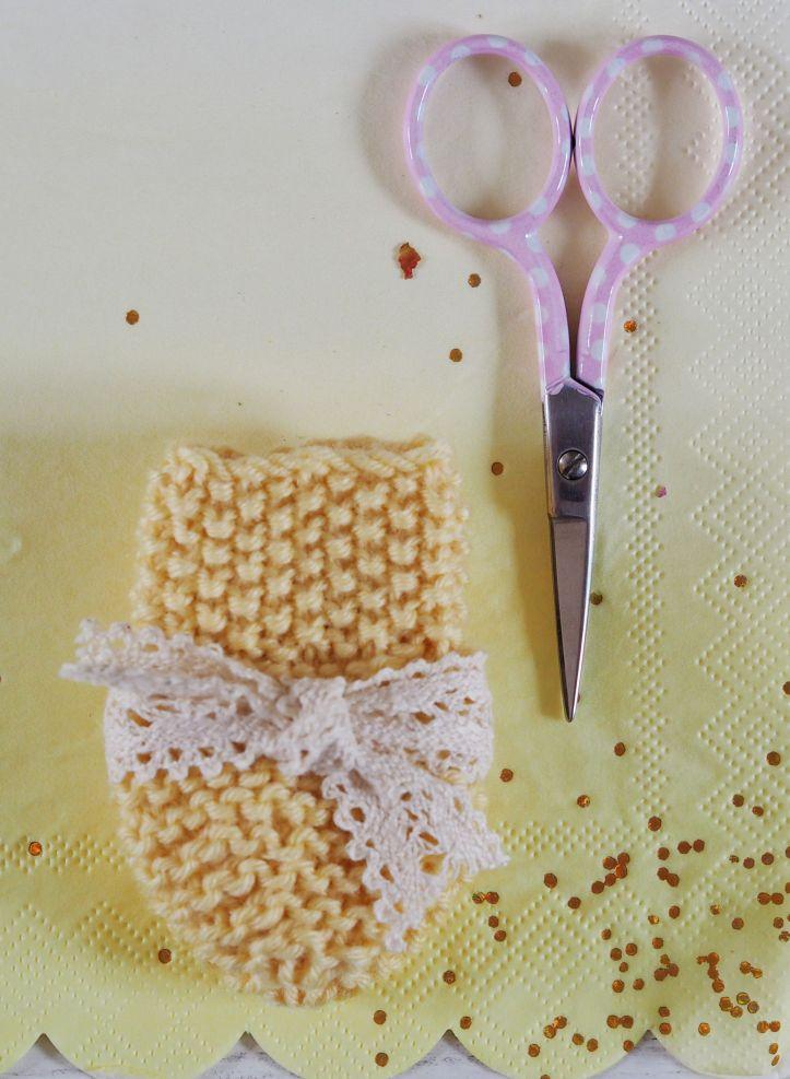 Knitting Baby Mittens