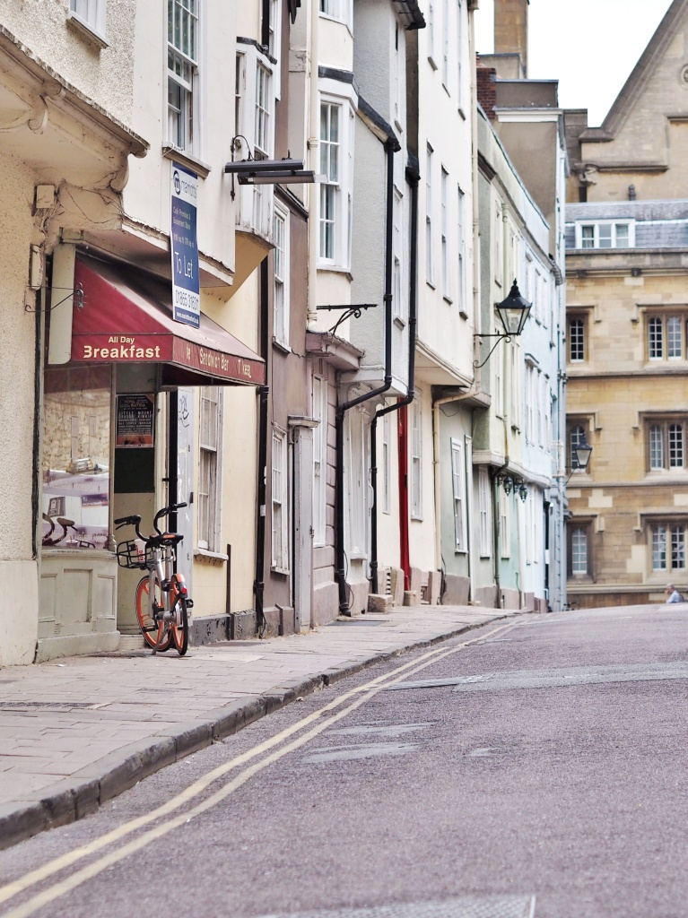 Quiet street in Oxford.
